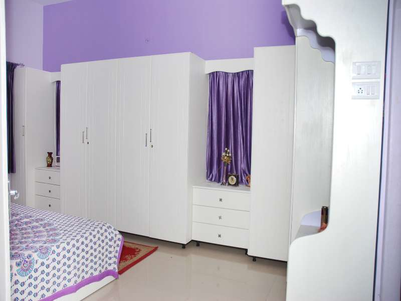 White Wardrobe with Elegant Look