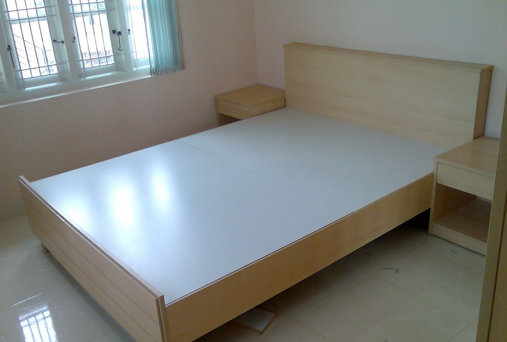 Single cot without storage