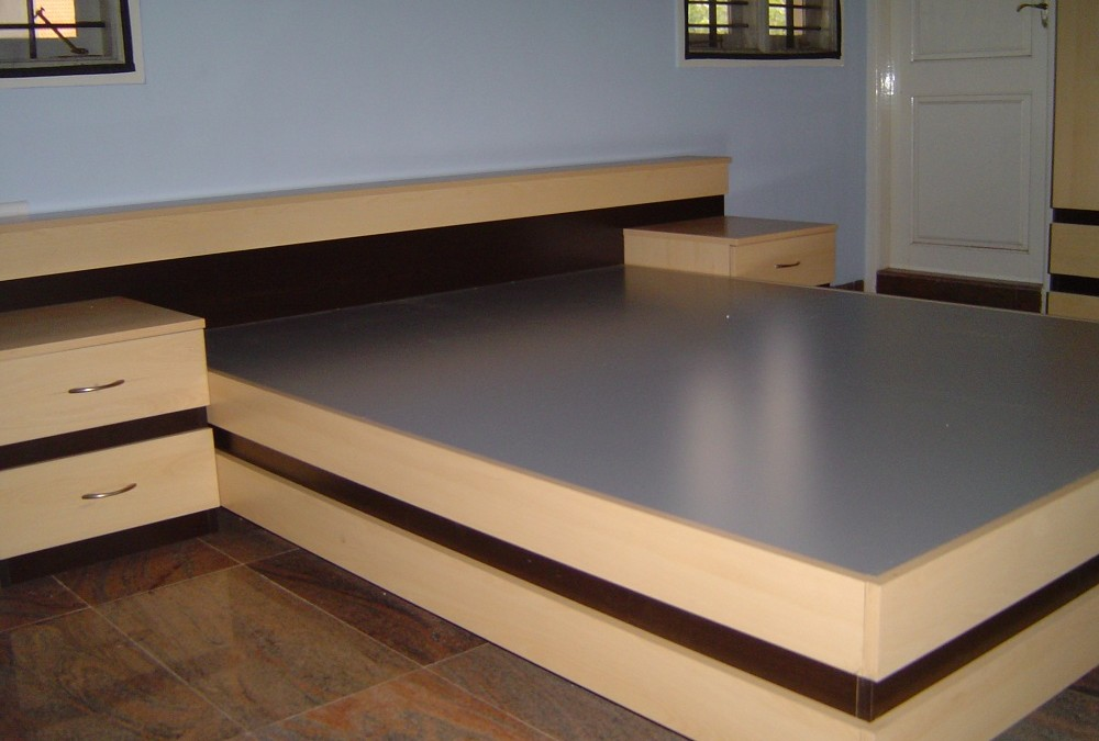Cot in combination of two colours